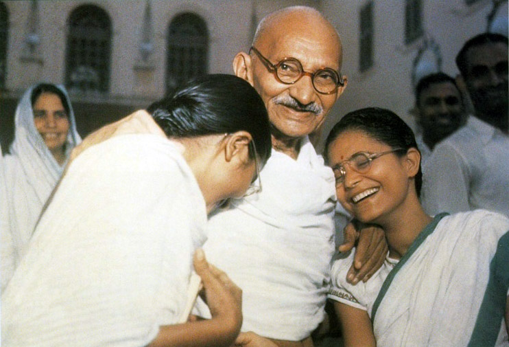 ghandi movie essay Suggested essay topics and study questions for 's mohandas gandhi perfect for students who have to write mohandas gandhi essays.